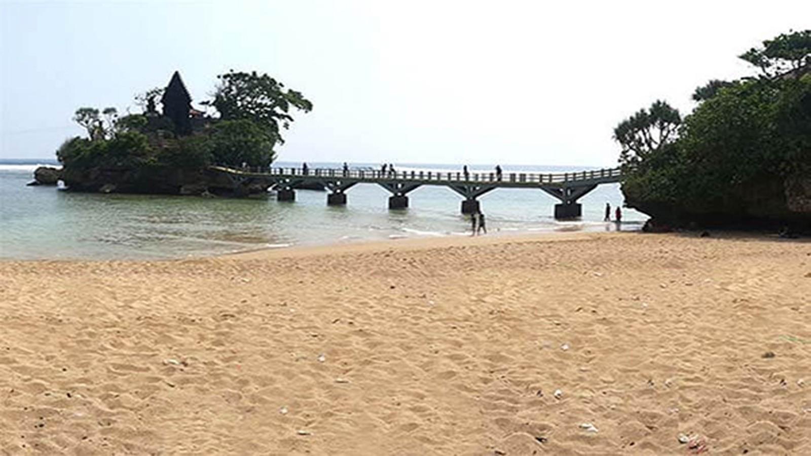 Balekambang Beach tour in Malang